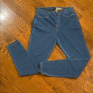 NWT Hue blue jean leggings size medium